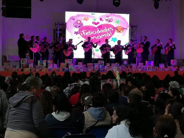 Alcalde de Tecopilco festejo en grande a las mamás en su día