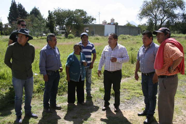 Carin Molina inicia obra de servicio básico en la privada Pino Suárez