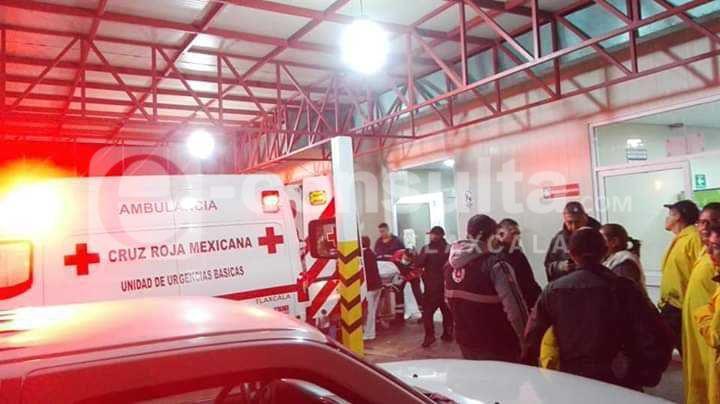 Desalojan 32 enfermos hospitalizados en Nativitas por inundación