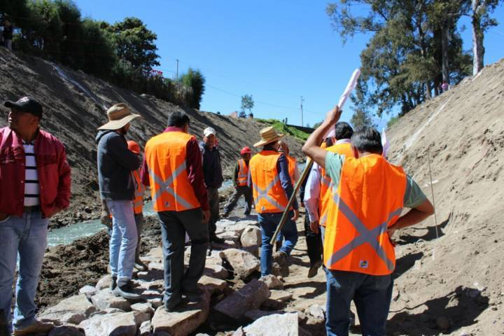 Alcalde de Huactzinco gestiona inversión para la construcción del puente Briones