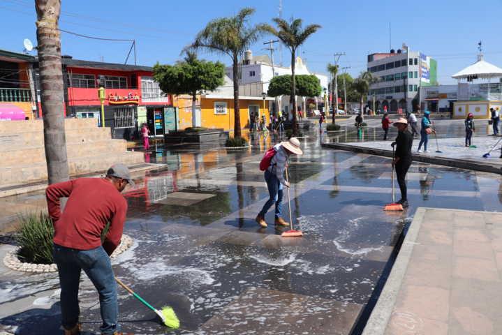 Implementan en Xicohtzinco Jornada de limpieza y desinfección en áreas públicas