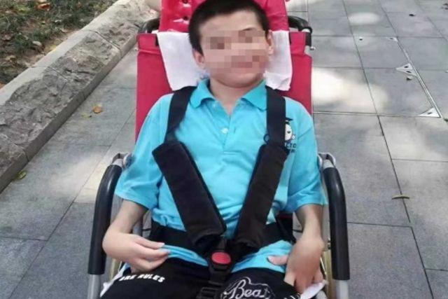 Joven discapacitado muere de abandono porque su padre fue aislado por el coronavirus