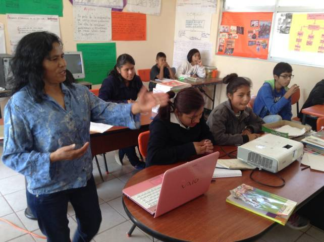 Brinda Xicohtzinco orientación vocacional a jóvenes estudiantes