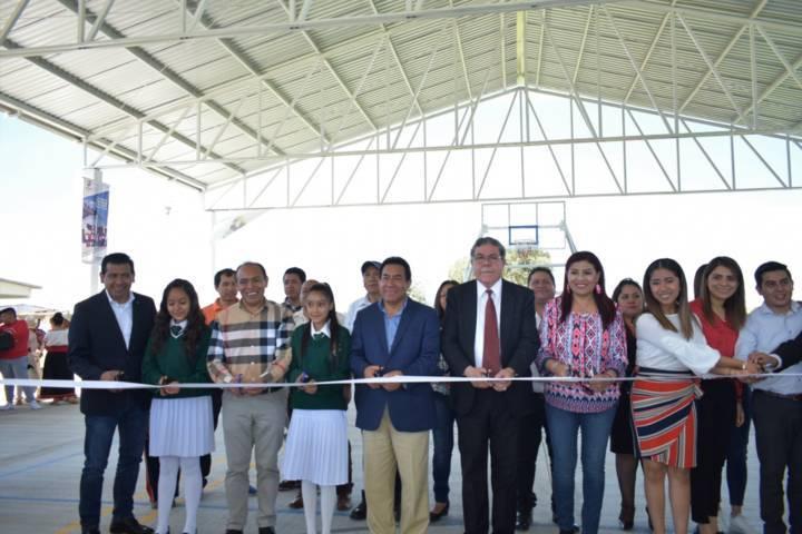 Alcalde mejora la infraestructura educativa de la Domingo Arenas con una Techumbre