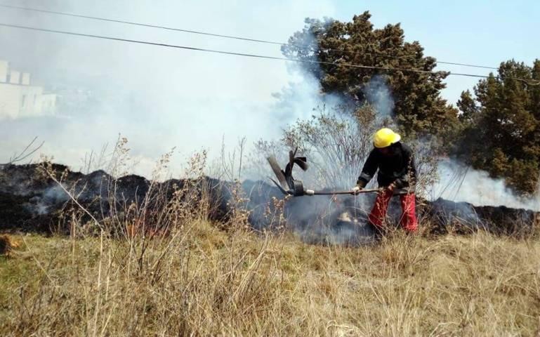 Bomberos sofocan incendio en Chiautempan y Tepehitec