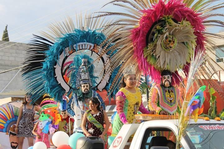 Huehues de Yauhquemehcan engalanan diversas fiestas carnavalescas
