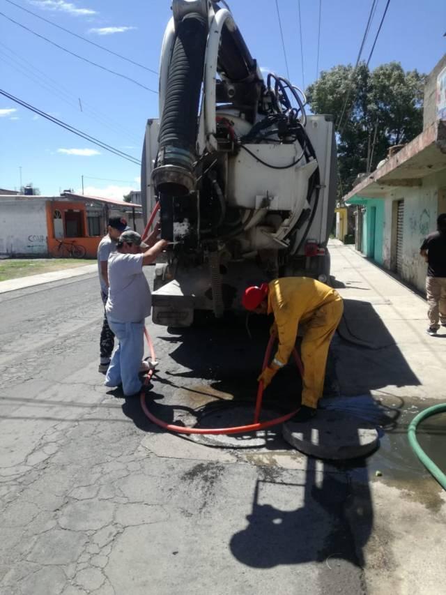 Realiza Lardizábal desazolve de drenaje sanitario