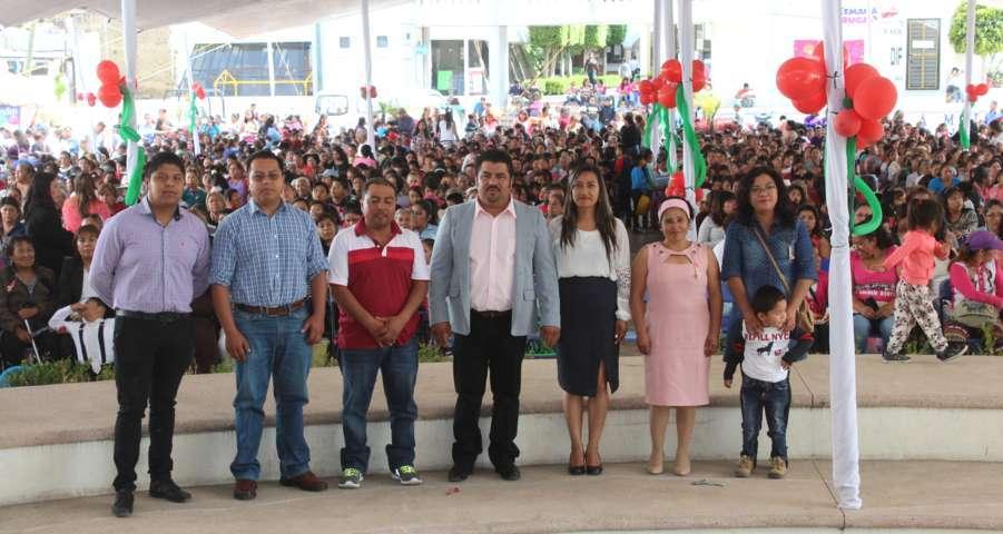 Alcalde de Tepetitla reconoce el trabajo de las madres de familia