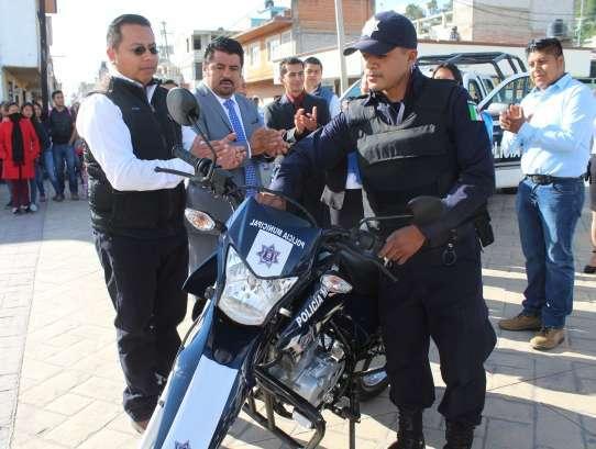 Adquiere alcalde de Tepetitla patrullas para reforzar la seguridad pública