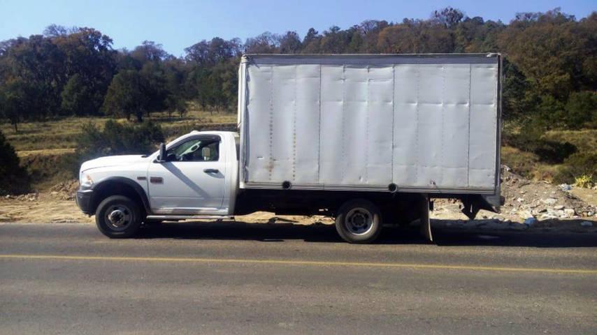 Policía Estatal  asegura a una persona y una camioneta  con hidrocarburo ilegal