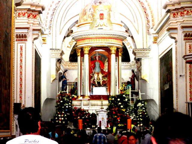Miles de peregrinos acuden a la celebración de San Miguel en el Milagro