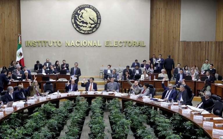 Acata INE reducción de sanciones a PRI y Morena