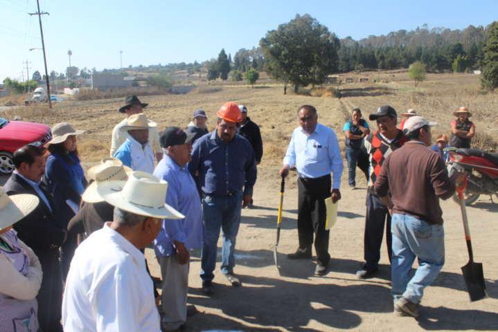Vecinos y presidente municipal de Tepetitla acuerdan realizar la apertura de calle