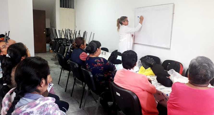 Con platicas los abuelitos de San Bartolomé aprenderán a cuidar más su salud: EJC