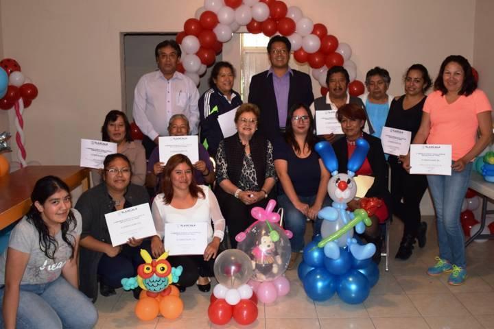 Clausuran curso de globoflexia en Panotla