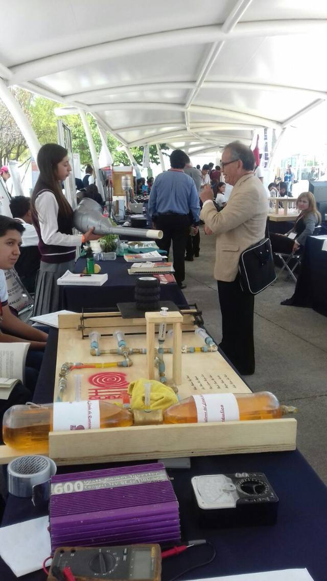 Estudiantes de Cobat presentes en el concurso nacional de aparatos y experimentos de física