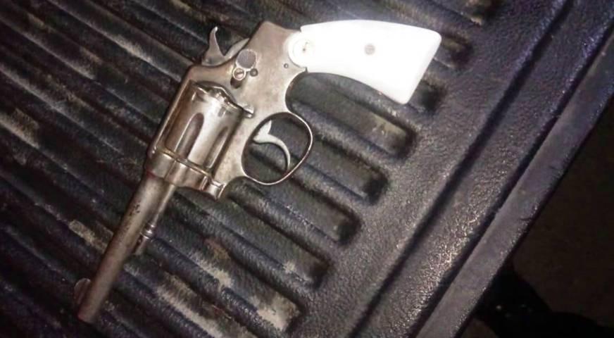 Policía Estatal asegura a una persona,  un arma de fuego y un vehículo en Tequexquitla