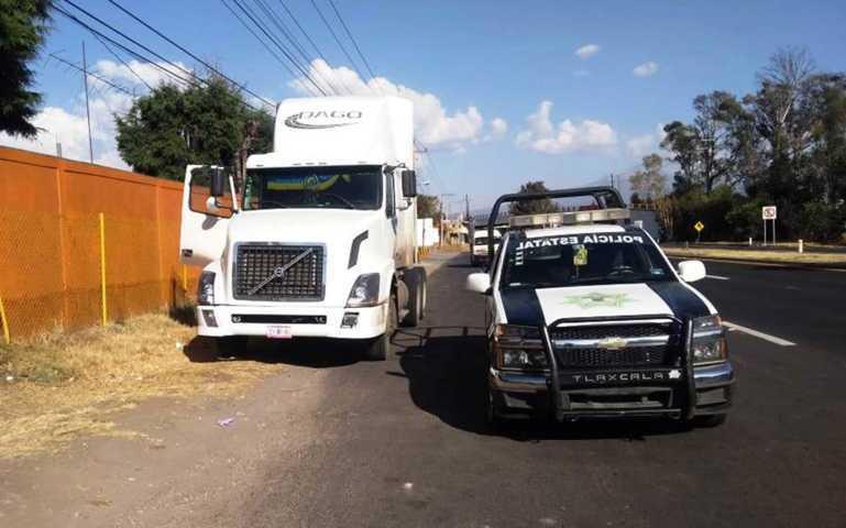 La CES asegura un tractocamión en San Juan Totolac
