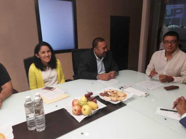 Se reúne Badillo Jaramillo con rector de UPTx para generar convenio de colaboración