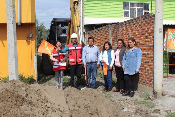 Alcalde pone en marcha obra de servicio básico en la priv Flores de Culhuaca