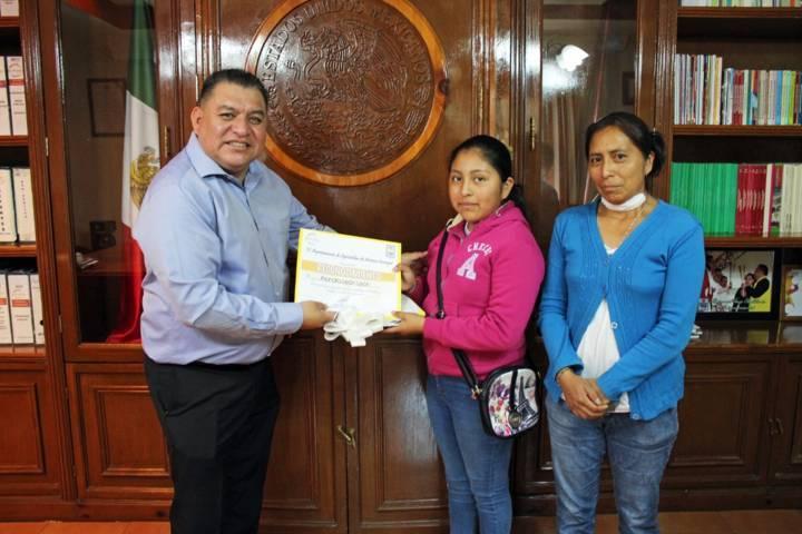 Alcalde apoya alumna que representara a Tlaxcala en el Talent Land en Guadalajara