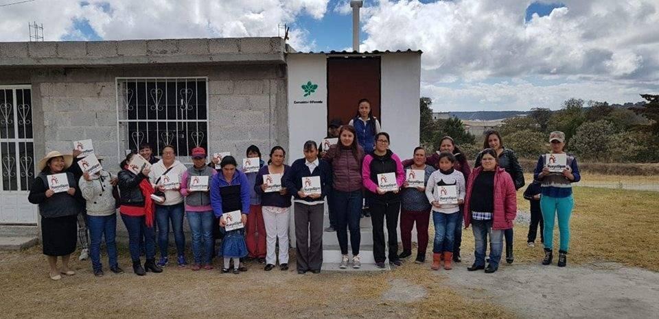 Ayuntamiento y el SMDIF beneficiaron a 20 familias de Playa Azul