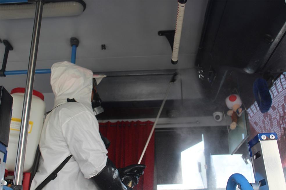 En San Pablo Del Monte llevan a cabo desinfección en el trasporte público