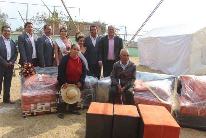 Sanabria Chávez premian a contribuyentes cumplidos