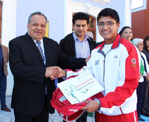 Huamantla conmemora el CIV del inicio de Revolución Mexicana con la entrega del premio municipal del deporte y el tradicional desfile