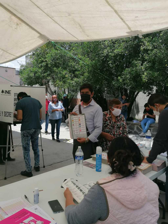 Candidato del RSP a la alcaldia de Chiautempan emite su voto