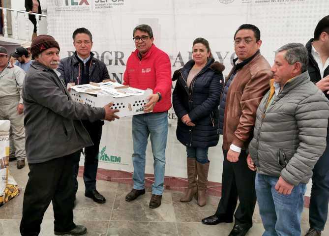 Entrega Sefoa paquetes de aves a familias del municipio de Emiliano Zapata