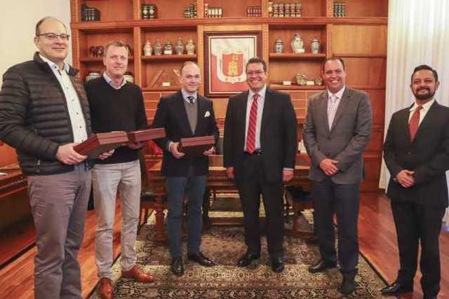 Marco Mena y empresarios de DBW Fiber Technologies analizan inversión en tlaxcala