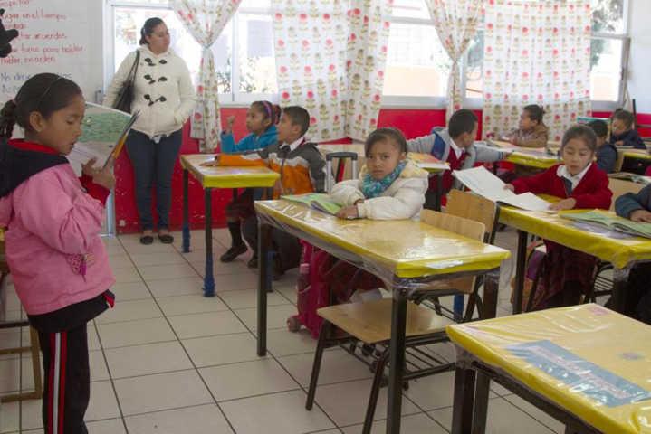 SEPE y CONAFE entregan útiles escolares a alumnos de escuelas multigrado