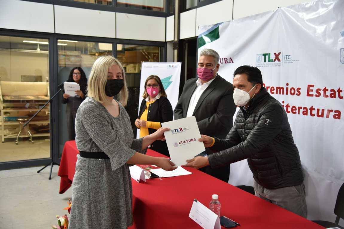 Entrega ITC premios estatales de artes visuales y literatura 2020