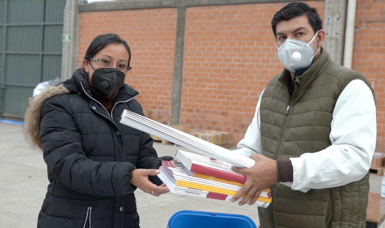Con evidente retraso y con fin electorero distribuyen material didáctico en Tlaxcala
