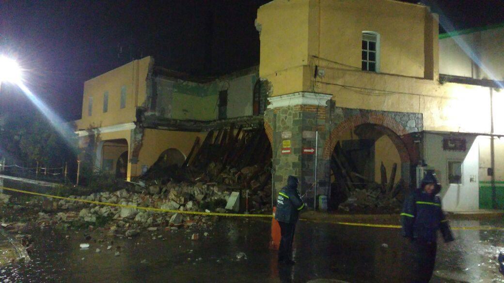 Tras fuertes lluvias se desploman edificio histórico en Tlaxcala