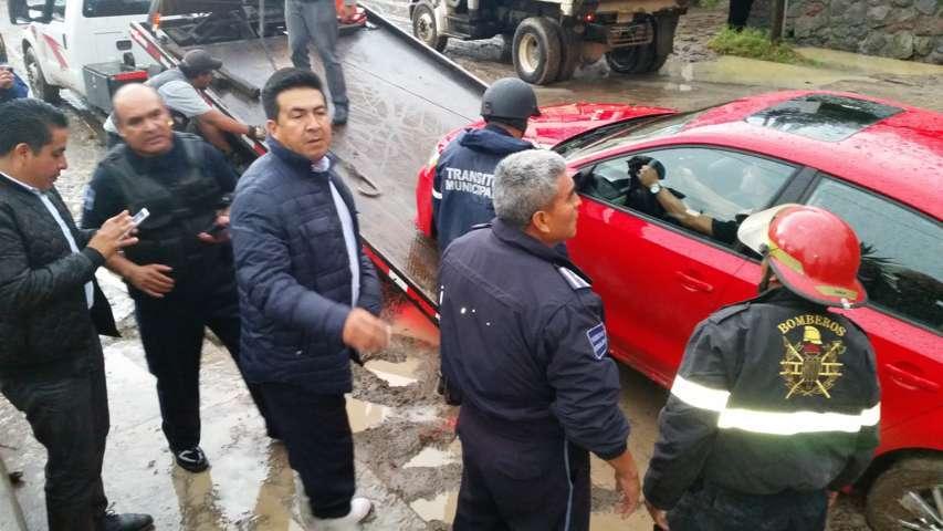 Recorrió alcalde Adolfo Escobar zonas afectadas por tromba que azotó capital