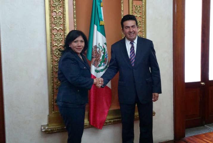 Se reúnen Adolfo Escobar Jardínez y Anabell Ávalos Zempoalteca