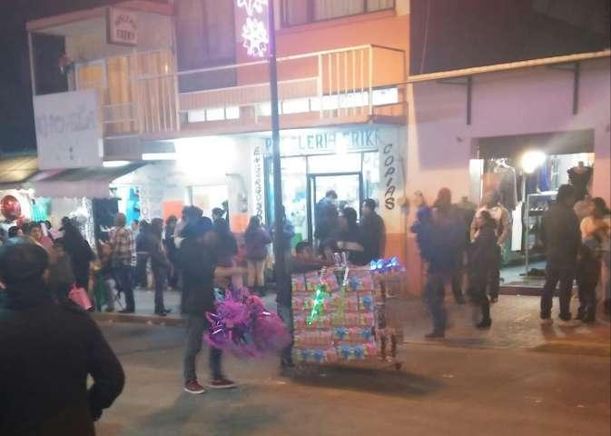 Rechiflas provoca deslucido desfile navideño en Chiautempan