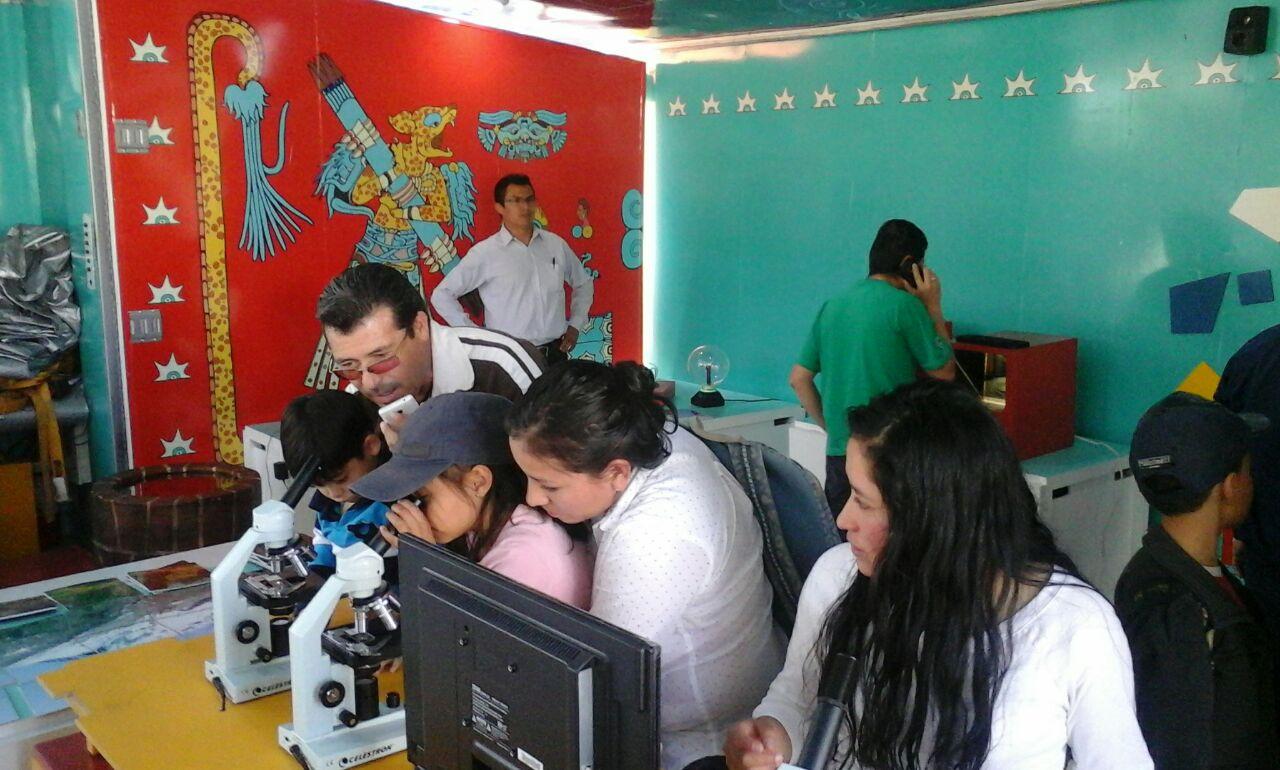 Exitosa visita del tráiler de la ciencia en Huamantla