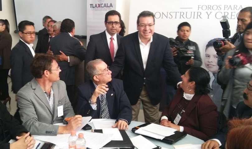 Calla Manuel Camacho tras exclusión de la UAT en foros de Marco Mena
