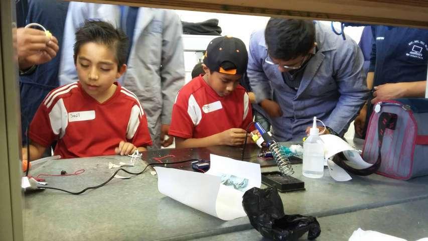 Impartió UPTX taller de robótica didáctica