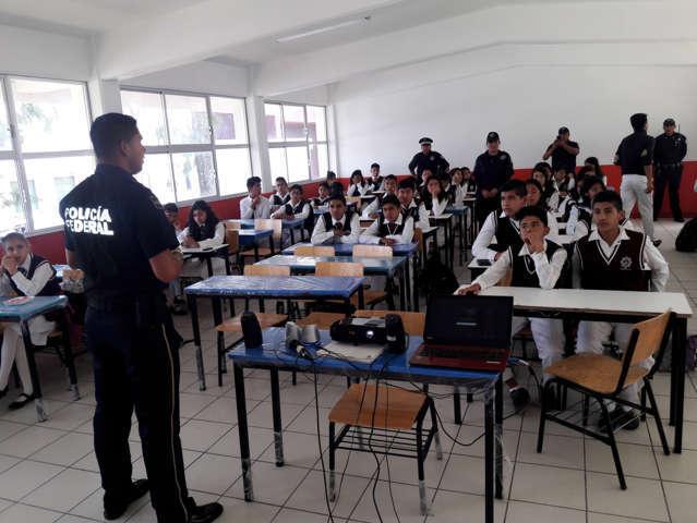 Gendarmería brinda plática de protección de datos personales en Técnica 21