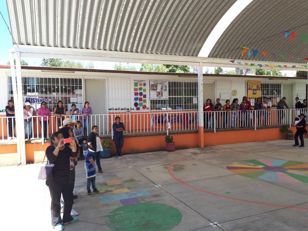 Líder de la CCCD, Francisco Román, apoya preescolar en  Tepeyanco