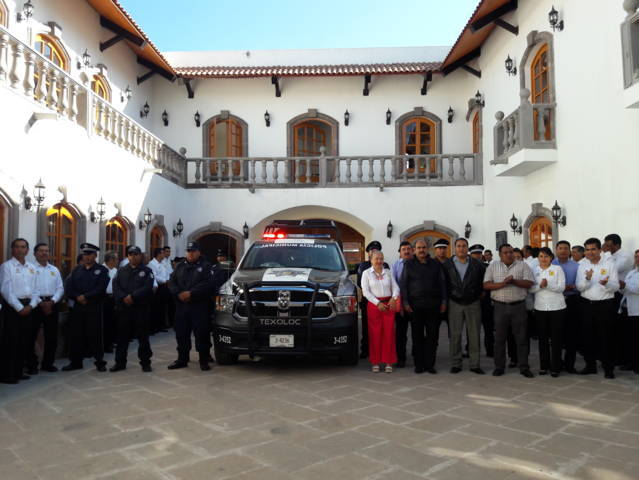 Entrega Maribel Cervantes Hernández patrulla equipada
