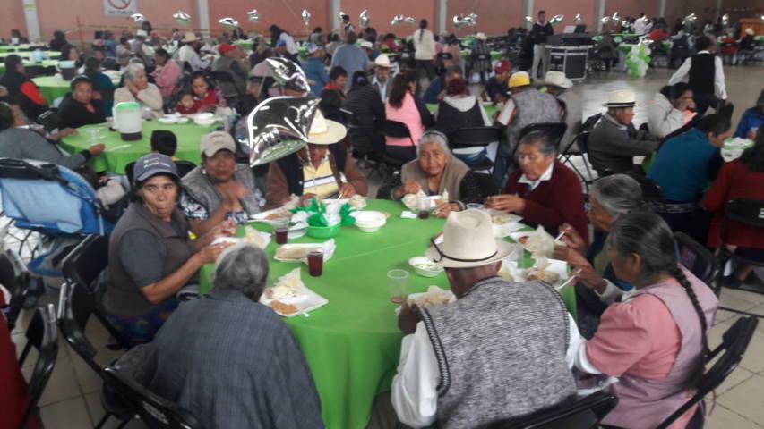 Festejan a los adultos mayores en Teolocholco y Chiautempan