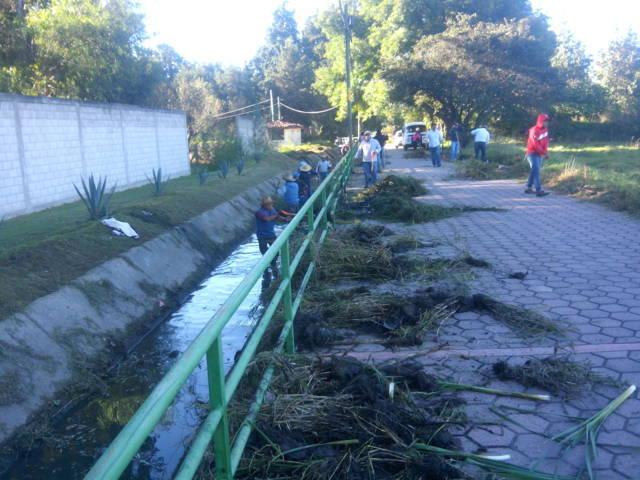 Alcalde mejora la imagen urbana del municipio limpiando canales, calles y avenidas
