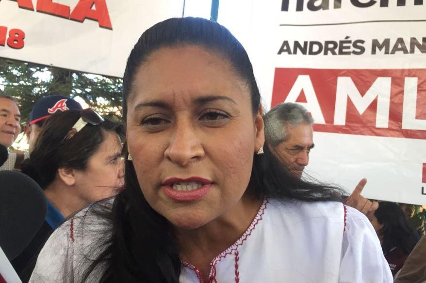 Senadora primero apapacha al gobernador y ahora lo emplaza