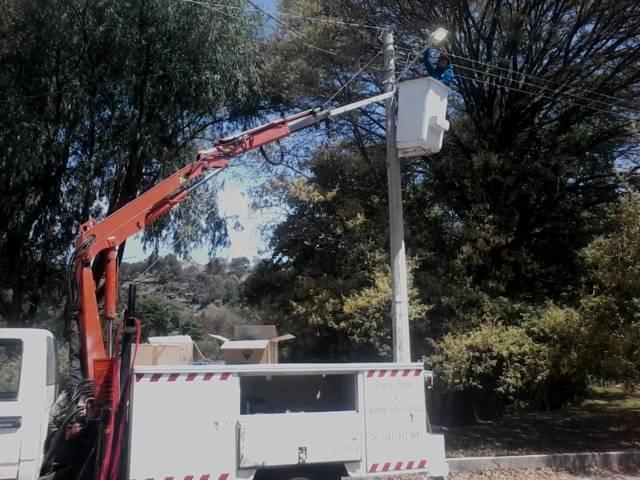 Ayuntamiento renueva luminarias de varias calles de la comuna