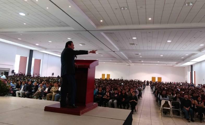Erick Guerrero compartió en la UPTx el panorama económico en México